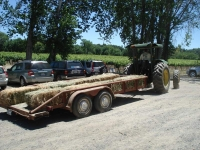 The chauffeur tractor from the parking lot to the Spinning area